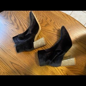 Betsy Johnson Kacey boots 9